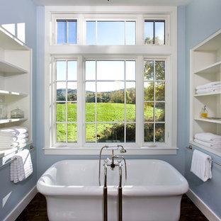 Modelo de cuarto de baño tradicional con bañera exenta