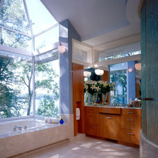 Contemporary Bathroom by SKD Architects