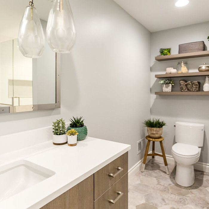 The full bath and shower off the lake provides easy access to clean up from a full day outdoors. The shower niche tile (seen in mirror reflection) is repeated in the shower floor, and sets above a lon