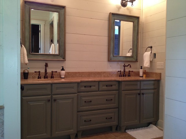 Traditional Bathroom by Jennifer Thompson