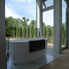 Modern Bathroom by Design House Studio