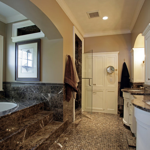 Traditional Bathroom Idea In Minneapolis With Shaker Cabinets