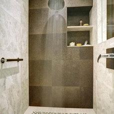Bathroom by WoodWorks INC.