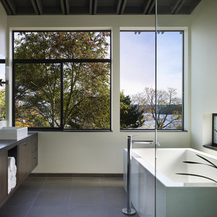 Idee per una stanza da bagno moderna con lavabo a bacinella