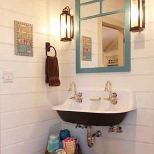 Esempio di una stanza da bagno country di medie dimensioni con pavimento in mattoni