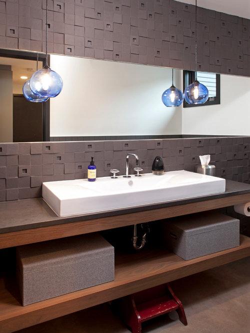 Salle de bain avec un plan de toilette en st atite et des for Carreaux ceramique salle de bain