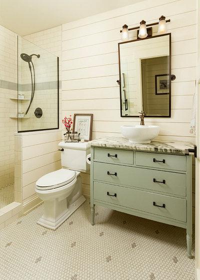 Farmhouse Bathroom by Fluidesign Studio