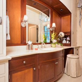 Ejemplo de cuarto de baño principal, rural, extra grande, con armarios tipo mueble, puertas de armario de madera oscura, bañera encastrada, ducha esquinera, paredes beige, suelo de travertino, lavabo bajoencimera, encimera de ónix y suelo beige