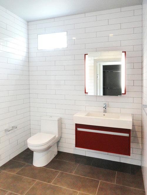 badezimmer mit roten schränken und mosaikfliesen ideen & beispiele, Hause ideen