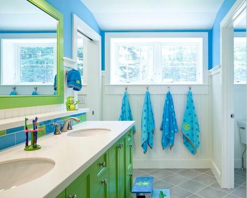 Stanza da bagno con piastrelle multicolore portland maine foto