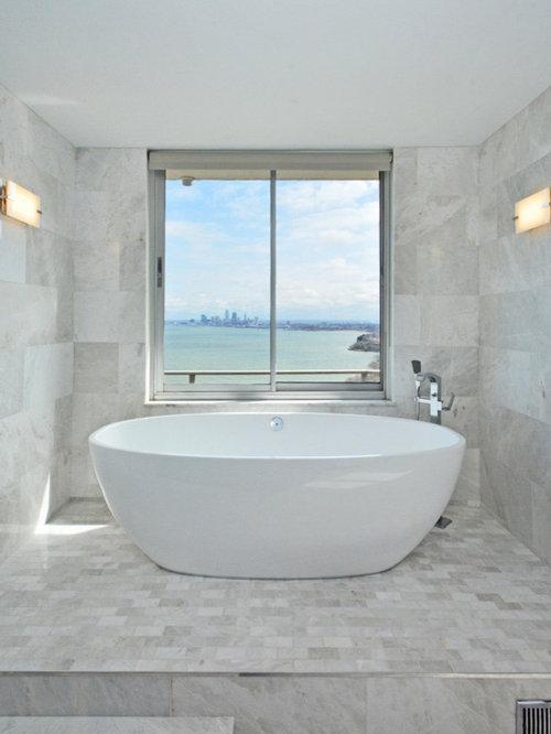 Foto e idee per bagni con ante nere e piastrelle di marmo for Piastrelle bagno bianche e nere