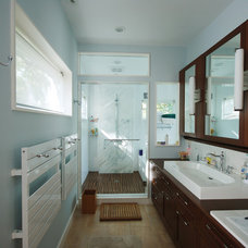 Modern Bathroom by Studio Troika