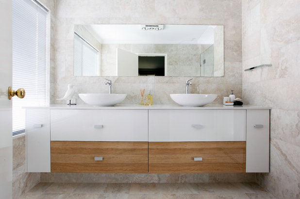 Contemporary Bathroom by Glenda Roff