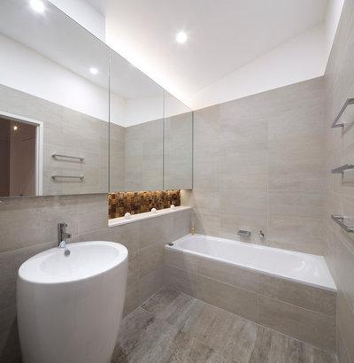 Modern Bathroom by Brindabella