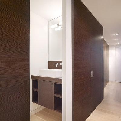 Minimalist bathroom photo in San Francisco with a vessel sink