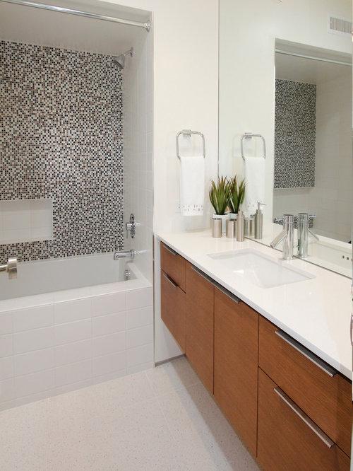 Midcentury Bathroom Design Ideas, Remodels & Photos