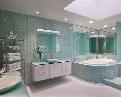 tr s grande salle de bain avec un plan de toilette en. Black Bedroom Furniture Sets. Home Design Ideas