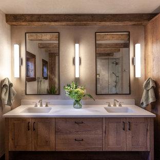 На фото: ванная комната среднего размера в стиле рустика с фасадами в стиле шейкер, фасадами цвета дерева среднего тона, бежевыми стенами, врезной раковиной, белой столешницей, угловым душем, душевой кабиной, столешницей из искусственного кварца и тумбой под две раковины с