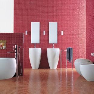 Großes Modernes Kinderbad mit Sockelwaschbecken, freistehender Badewanne, Bidet, roten Fliesen, Mosaikfliesen, roter Wandfarbe und Keramikboden in Surrey