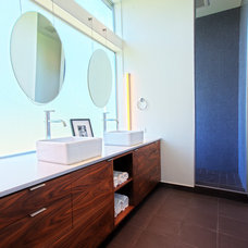 midcentury bathroom by Daniel Sheehan Photography