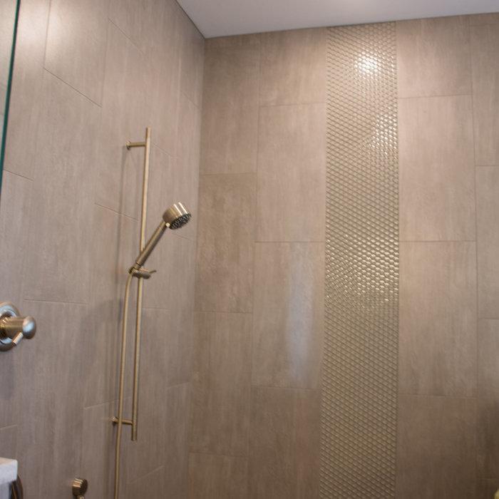 Lay modern detailed home-bathroom
