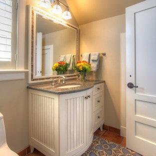 Esempio di una grande stanza da bagno stile marino con consolle stile comò, ante bianche, piastrelle in gres porcellanato, pareti marroni, pavimento in cementine, lavabo sottopiano, top in quarzo composito, pavimento blu e top blu