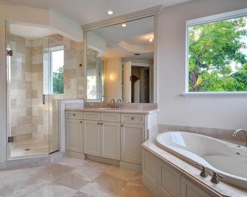 salle de bain avec une baignoire d 39 angle photos et id es d co de salles de bain. Black Bedroom Furniture Sets. Home Design Ideas