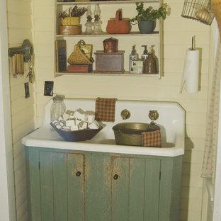 Immagine di una stanza da bagno country