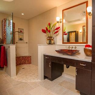 Idee per una grande stanza da bagno con doccia design con ante lisce, ante in legno bruno, doccia a filo pavimento, piastrelle arancioni, piastrelle rosse, piastrelle a mosaico, pareti beige, pavimento con piastrelle in ceramica, lavabo a bacinella, top in marmo, pavimento beige e doccia aperta