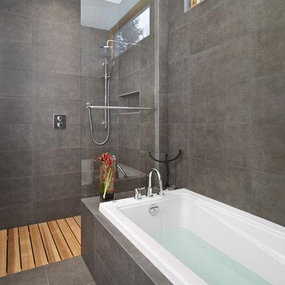Minimalist bathroom photo in Edmonton