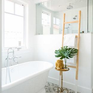 Idéer för att renovera ett stort maritimt en-suite badrum, med skåp i shakerstil och vita skåp