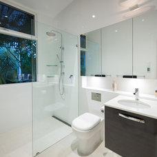 Modern Bathroom by Brilliant SA