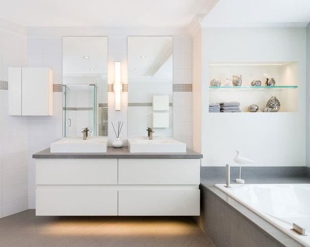 Contemporary Bathroom by Élysée