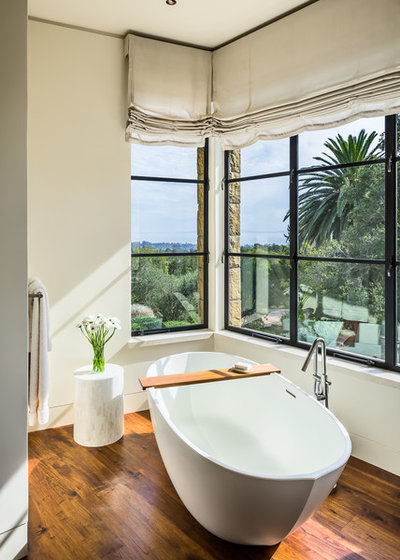 Transitional Bathroom by Manson-Hing Architects Inc.