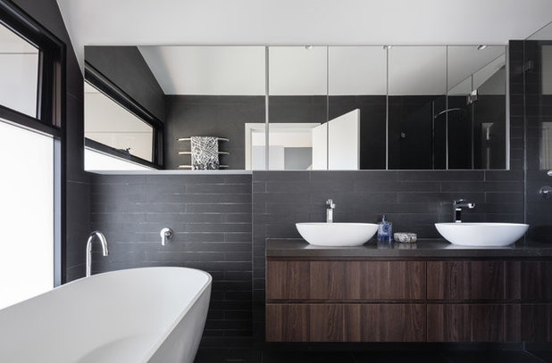 Contemporary Bathroom by Joshua Mulders Architects