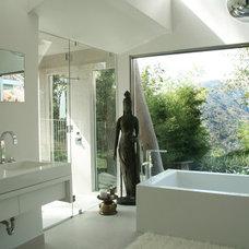 Modern Bathroom by Sylvia Elizondo Interior Design