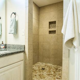 Immagine di una stanza da bagno padronale chic di medie dimensioni con ante con bugna sagomata, ante con finitura invecchiata, doccia alcova, pareti bianche, pavimento in legno verniciato, lavabo sottopiano, top in granito, pavimento bianco, doccia aperta e top multicolore