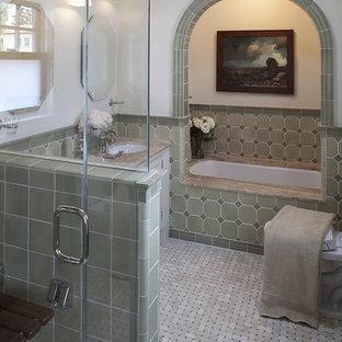 Klassisches Badezimmer mit Mosaikfliesen in San Francisco