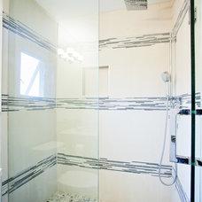 Modern Bathroom by Madison Taylor