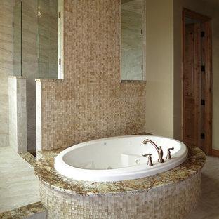 Idee per una grande stanza da bagno padronale contemporanea con top in laminato, vasca da incasso, vasca/doccia, piastrelle beige, piastrelle di ciottoli, pareti nere e pavimento in gres porcellanato
