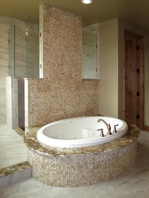 badezimmer mit laminat waschtisch und schwarzen w nden. Black Bedroom Furniture Sets. Home Design Ideas