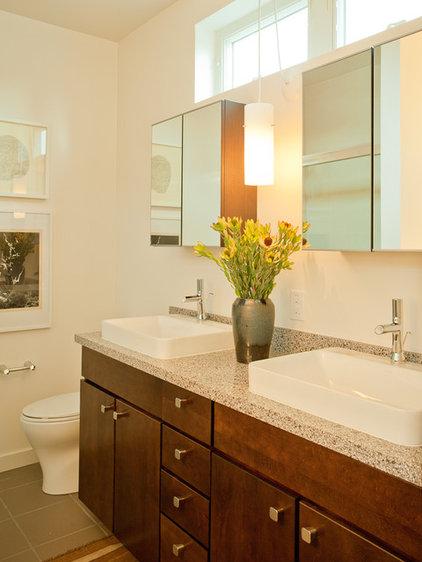 Modern Bathroom by Izumi Tanaka Photography