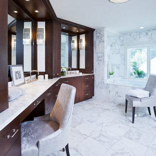 Imagen de cuarto de baño principal, mediterráneo, de tamaño medio, con armarios tipo mueble, baldosas y/o azulejos blancos, baldosas y/o azulejos de mármol, suelo de mármol, lavabo bajoencimera, encimera de mármol, suelo blanco, encimeras blancas, puertas de armario de madera en tonos medios y bañera encastrada sin remate
