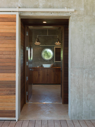 Modern Bathroom by Andrew Hinman Architecture