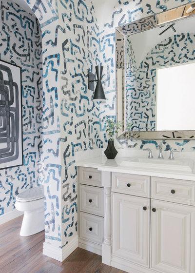 Неоклассика Ванная комната by Britany Simon Design House