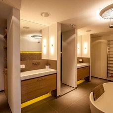 Contemporary Bathroom by PuurFlow