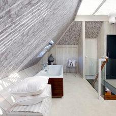 Contemporary Bathroom by Walk Interior Design Limited