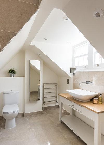 Victorian Bathroom by Magic Projects London Ltd