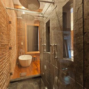 ニューヨークのモダンスタイルのおしゃれな浴室の写真