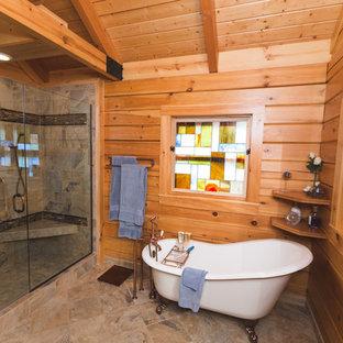 Ejemplo de cuarto de baño principal, rústico, de tamaño medio, con puertas de armario de madera oscura, bañera con patas, ducha empotrada, baldosas y/o azulejos grises, baldosas y/o azulejos de porcelana, suelo de baldosas de porcelana, lavabo encastrado y sanitario de una pieza